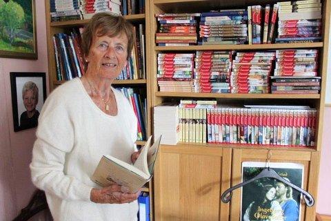 Frid Ingulstad har en imponerende produksjon av bøker bak seg. Her på arbeidsrommet hjemme på Kastellet. Foto: Andrine Davidsen