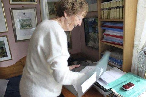 Elsket av leserne: Frid Ingulstad får mange brev fra leserne som innstendig ber henne fortsette med Sønnavind-serien. Foto: Andrine Davidsen