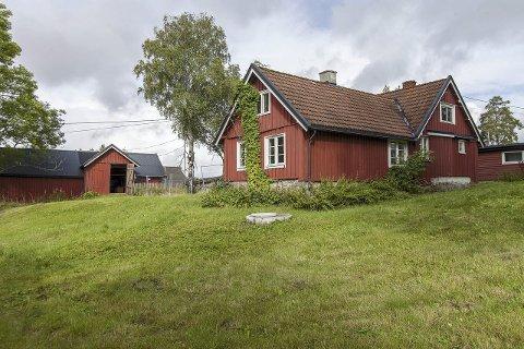 VERNEVERDIG: Brenna gårds våningshus er en av to bygninger på gården som står oppført på Byantikvarens gule liste.