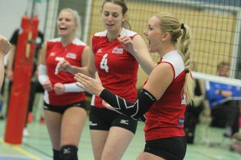 JUBEL: Nykomlingen Kamilla Dale (høyre) jubler for poeng i lokalderby mot Koll.