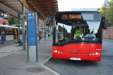 HELT TIL SENTRUM: Nå skal 71 A-bussen igjen frakte passasjerer fra Bjørndal via Mortensrud og Ryen inn til Tollboden. FOTO: AINA MOBERG