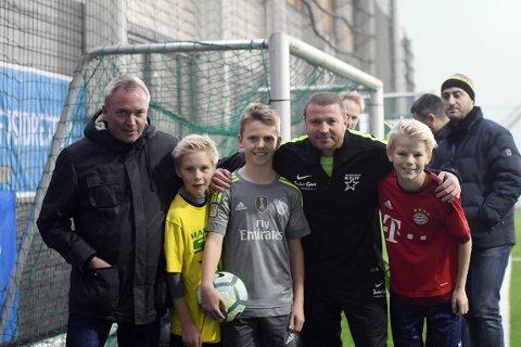 FORNØYDE: Styremedlem Thomas Kristensen, Peter Nørstad, Anders Granås Vold og Joachim Olsen er fornøyd med å ha fått Raymond Kvisvik som sportslig leder.