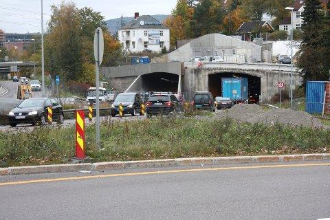 STENGES HELT: I helgen legges trafikken i Brynstunnelen over fra det sørgående til det nordgående løpet. Det betyr at tunnelen stenges for trafikk. FOTO: Aina Moberg