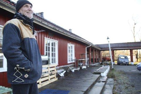 GRÜNDER: Trond Ali Linstad er daglig leder i Urtehagen Omsorgssenter AS, som nå leier Bekkelagstunet. Han har store planer om å skape liv og aktivitet i de gamle lokalene som har vært både krigsleir og internat for sjøfolk. Alle foto: Kristin Trosvik