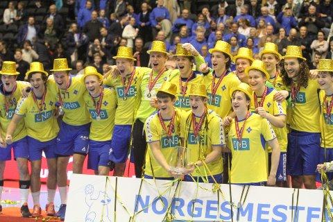 GULLGUTTENE: Her er BSKs gullgutter som banket Sandefjord 27-18 i finalen.
