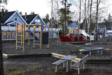 FOR SMÅ OG STORE: På området ved T-banen i Kåres vei, hvor det tidligere lå en barnepark, er det nå blitt en flott lokal møteplass for både barn og voksne. Foto: Ivar Nyhus