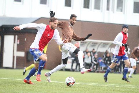 STØDIG: Jørgen Hammer spilte den første timen mot Mjøndalen, og hadde bra kontroll i midtforsvaret.