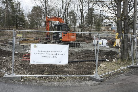 INNSPURTEN: Det arbeides intenst i parken for å få alt ferdig til åpningsdagen sist i mai. FOTO: AINA MOBERG