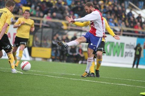 NESTEN: Stian Sortevik herjet på midtbanen, men scoringen manglet.