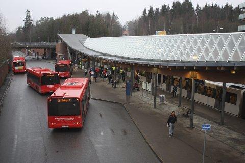 PLATTFORM: Plattformen på Mortensrud er som den var, men togene kommer nå dobbelt så ofte og de har god plass.