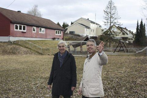 OPTIMISTER: Sist uke var Eivind Astrup (t.v.) sammen med Tor Øvrebø på Sæter for å se på området som skal bli Nordstrand aktivitetspark. I bakgrunnen tidligere Rødstua barnehage. FOTO: Aina Moberg