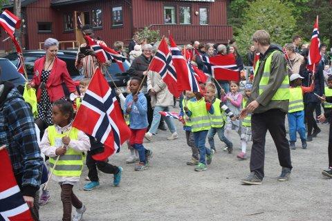 FLAGGBORG: Rygin barnehages flaggborg klar for å starte toget.