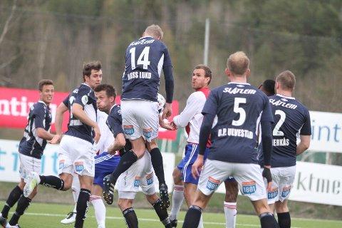 KOM IKKE TIL: Stian Sortevik og KFUM/Oslo fikk det ikke lett mot Kristiansunds kompakte forsvarsmur.
