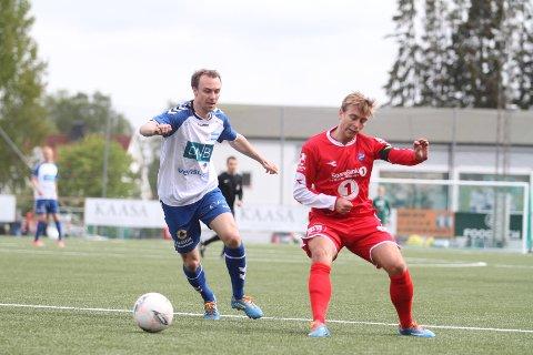 BOM: Alexander Mathisen (eks. VIF) brant NIFs største sjanse alene med Sprint/Jeløys keeper.