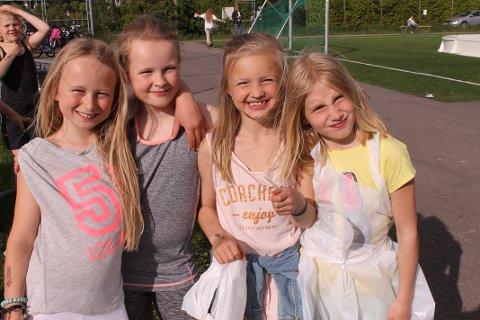 """MORO: Sofie, Henriette, Mathea og Karoline syns """"Friday fun"""" er morsomt. De har laget fruktspyd, spilt fotball, bordtennis og prøvd friidrett."""