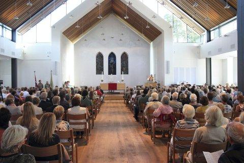 STØRRE: Det nye kirkerommet på Nordstrand ble vesentlig større og var fullsatt under vigslingen i fjor høst. Arkivfoto: Arne Vidar Jenssen