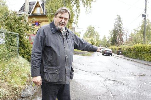 NY BOM: BU-leder Arve Edvardsen har hele tiden sagt at en reell stenging av Solveien krever bommer i begge ender av boligsonen. Nå går det mot en ny stenging av veien med to bommer, en her i Solveien/Bekkelagsveien. Arkivfoto: KRISTIN Trosvik