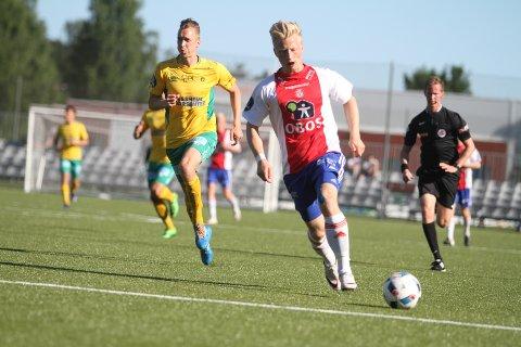BOMMET: Her kunne Emil Ekblom ha gitt KFUM/Oslo ledelsen 1-0 etter ni minutter, men han tuppet ballen rett på keeper.
