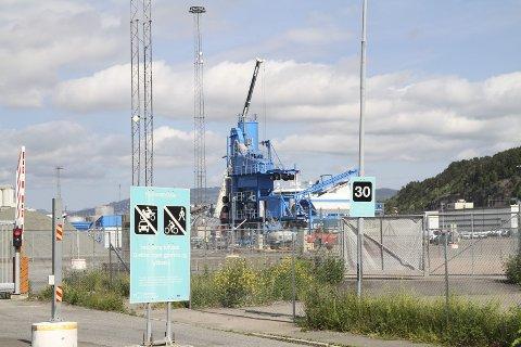 AVVIKLES: I løpet av kort tid demonteres asfaltfabrikken på Ormsund. Arkivfoto