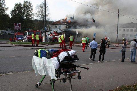 FULL UTRYKNING: Brannvesen, ambulanse og politi måtte rykke ut til Lille Langerud i dag.
