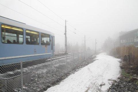 JOMFRUBRÅTEN: Hvem tar ansvaret for den nye gangveien mellom Sportsplassen og Jomfrubråten? Bydel Nordstrand krever svar.