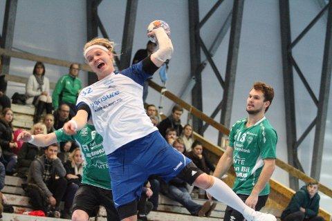 LETT MATCH: Ørjan Gabrielsen scoret to mål da NIF utklasset bunnlaget Skogn 37-2.