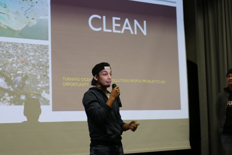 Vinnergruppa Clean fremfører sin idè