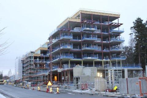 SYMRA TERRASSE: Beboerne overtar leilighetene fra august til oktober neste år. Begge foto: Kristin Trosvik