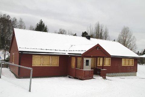 Rødstua: Det var barnehagedrift i dette røde bygget ved bydelshuset på Nordstrand fra 2008 til 2015. Det har også vært en fritidsklubb her. Nå skal bygget rives. Foto: Kristin Trosvik