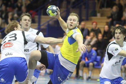 STARTET FRISKT: Svenske Joakim Patriksson var pigg i starten av kampen.