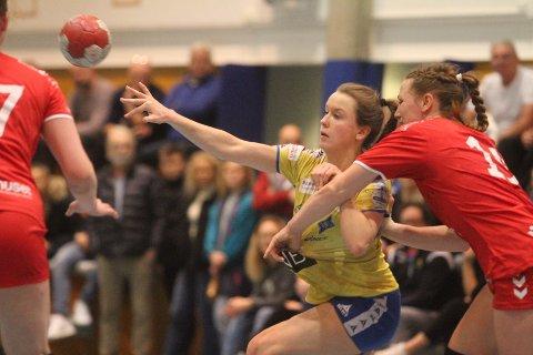 RAKNET: Elin Sunde Tveter & Co. var ikke tøffe nok på mål etter pause, og raknet i seriefinalen mot Charlottenlund.