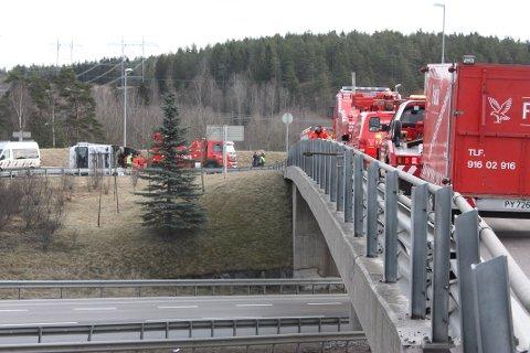 FULL UTRYKNING: Politi, brannvesen, ambulanse og Falck Redning kom raskt til stedet. Foto: Arne Vidar Jenssen