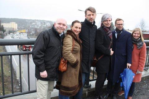 FORNØYD: Det var et fornøyd knippe politikere som tirsdag morgen presenterte nyheten om penger til Manglerudtunnelen. F.v: Lars Petter Solås (FrP), Oddbjørg Minås (KrF), Eirik Lae Solberg (H), Ola Elvestuen (V), Nicolay Astrup (H) og Guri Melby (V).