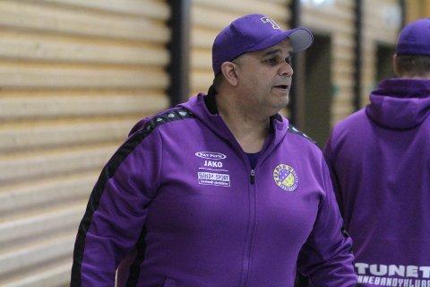 FORNØYD: Trener Ru ne Ali Zohaur var meget fornøyd med seieren mot Sveiva.