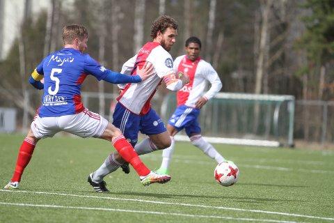 BEDRE OG BEDRE: Kaptein Stian Sortevik og KFUM/Oslo spiller seg sakte men sikkert i form.