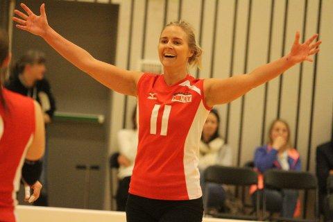 JUBEL: Veteranen Ragnhild Aas spilte en viktig rolle da Oslo Volley slo Randaberg 3-1 i den første sluttspillsfinalen.