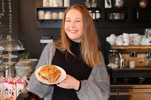 HJEMMELAGET: Butikksjef Andrea Drivdal satser på hjemmelaget mat i kaffebaren.