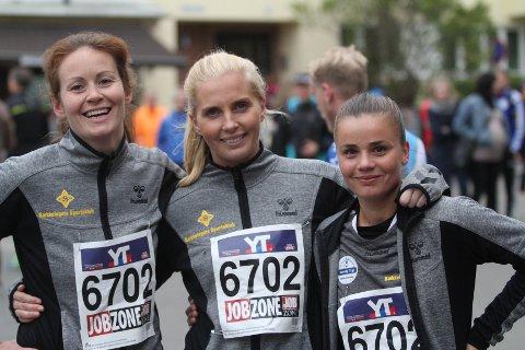 FORNØYDE: Ina Brodahl (venstre), Lise Agnethe Prytz-Moe og Linnea Sahlin var fornøyde med innsatsen i Holmenkollstefetten