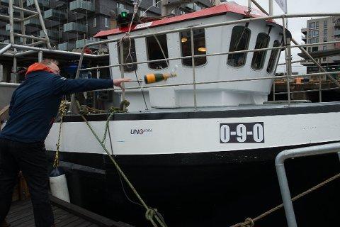 Fiskeriministeren døper reketråleren Fjordgutt