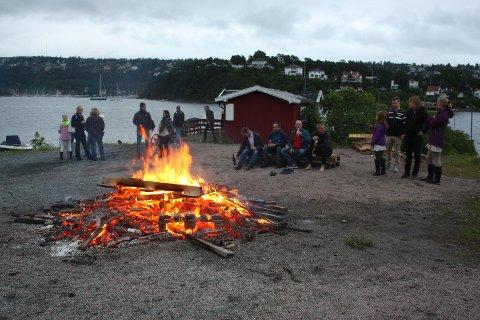 SANKTHANS: Søndag 23. juni feires sankthans med bål og hygge mange steder i distriktet vårt, deriblant på damper'n på Malmøya. Arkivfoto: Arne Vidar Jenssen