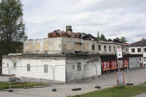I DAG: Det kan se ut som om det brannskadde bygget på Lille Langerud må rives i sin helhet. Foto: Arne Vidar Jenssen