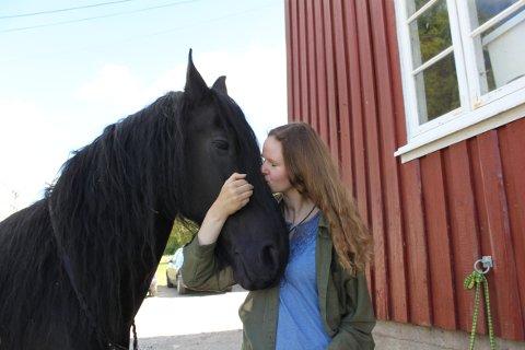 STARTEN: Ridekarrieren til Matilde på EKT Rideskole på Ekeberg. Nå har hun lagt fra seg konkurranser og bruker mer tid på lek med Batman.