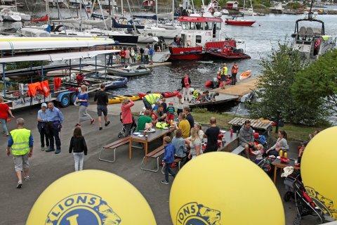 FOLKSOMT: Det strømmet på med små og store da Ormsund Lions feiret med roklubben.