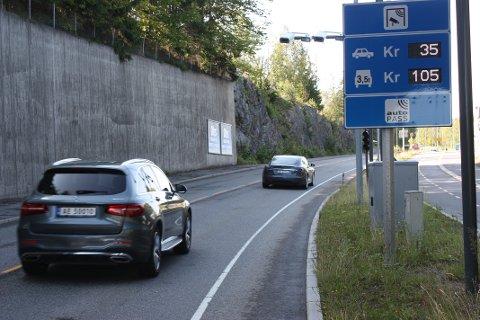 DYRERE: Fra 1. oktober justeres tallene på pristavlene ved bomringen. Belag deg på en betydelig ekstra utgift om du skal kjøre bil i Oslo. Foto: Arne Vidar Jenssen
