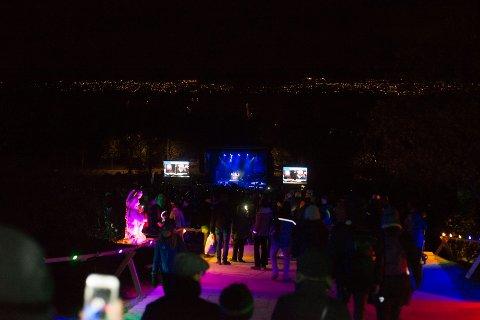 Flere tusen mennesker møtte opp for å få med seg lørdagens lysvandring og konsert i Ekebergparken.