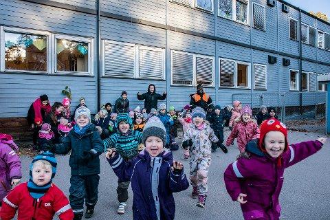 GLADE BARN: Et bra inne-og utemiljø har stor betydning for barns oppvekst og ansatte som jobber der.  Det er utrolig motiverende med ny barnehage og dette er noe vi alle har ønsket oss lenge, sier Sivert Granå Vesterhus på vegne av de ansatte.