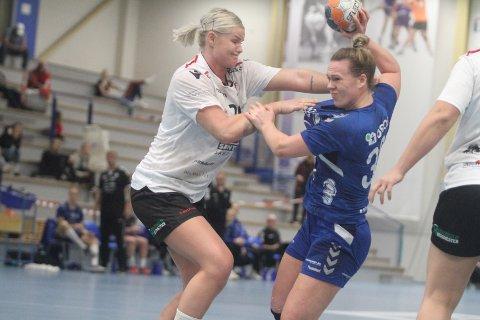 BLE FOR SMÅ: Frida Nåmo Rønning og Oppsal ble et nummer for små mot Louise Karlsson og Fredrikstad.