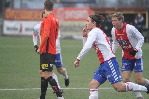 MERE JUBEL: Lars Olden Larsen jubler her for 1-0 hjemme mot Åsane, og KFUM/Oslo trenger flere sånne øyeblikk i søndagens returkamp i Bergen.