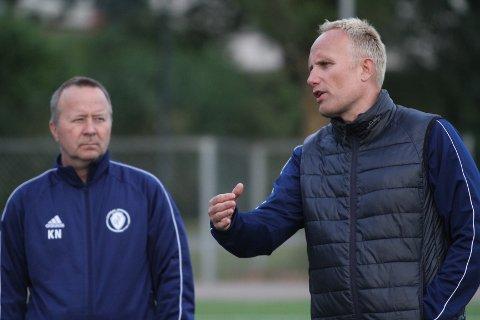 FORNØYD: Trener Gisle Olsen (høyre) har stor tro på at Oppsal vil karre til seg nok poeng til å overleve i Postnordligaen neste sesong.
