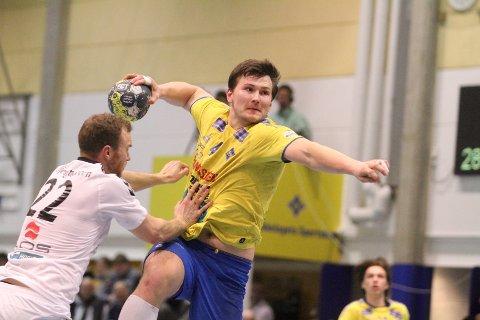 FIGHTET: Egil Holmstad og BSK viste muskler mot Falk, og vant 33-30 i Bækkelagshallen.